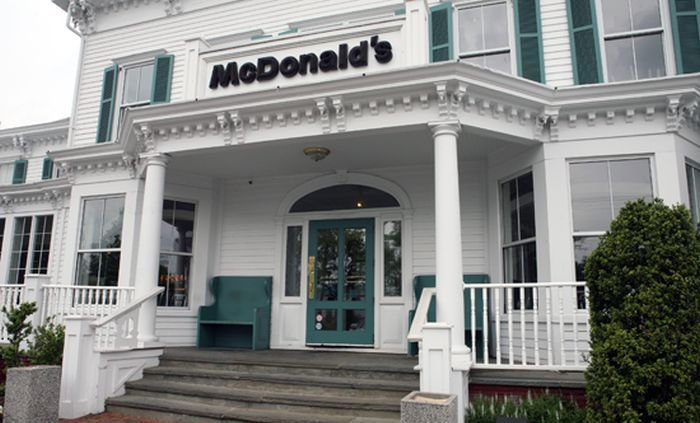 The Most Beautiful McDonalds In America (17 pics)