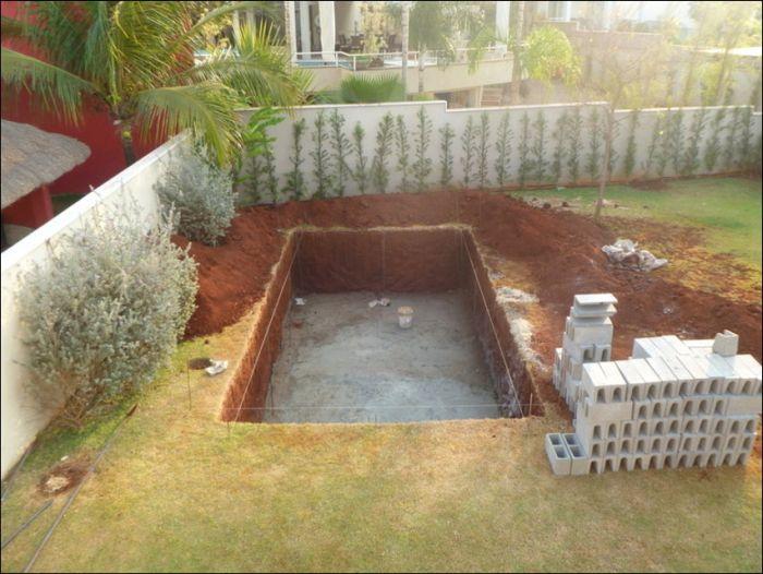 Building a Pool (26 pics)