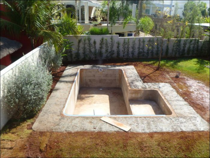 Building a Pool (26 pics)