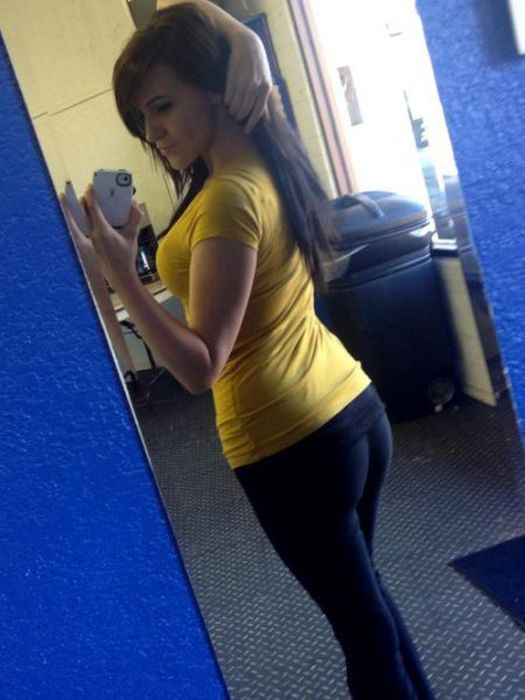 Girls in Yoga Pants (50 pics)