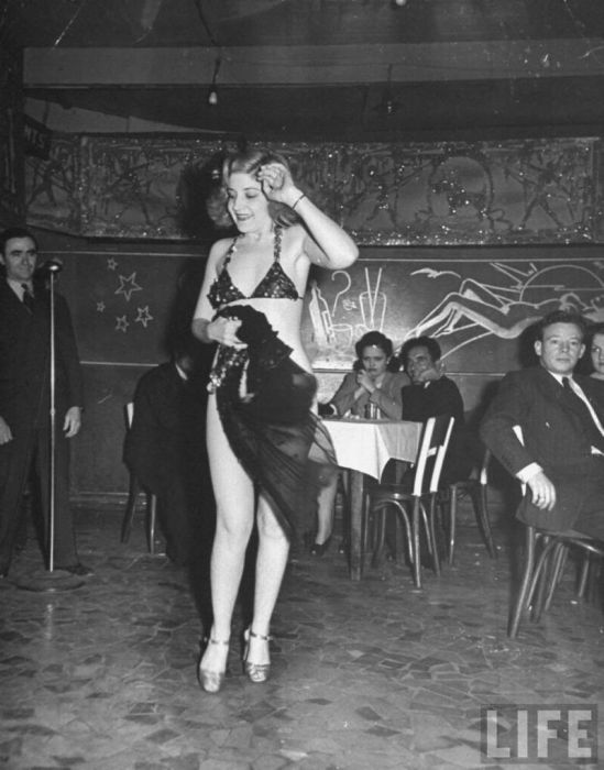 Strip Club in New Orleans in 1943 (14 pics)