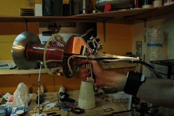 Solid-State Tesla Coil Gun (3 pics)