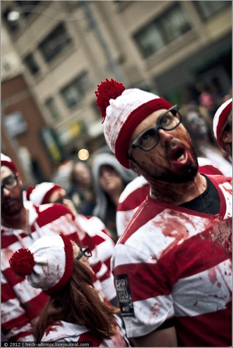 Toronto Zombie Walk 2012 (75 pics + video)