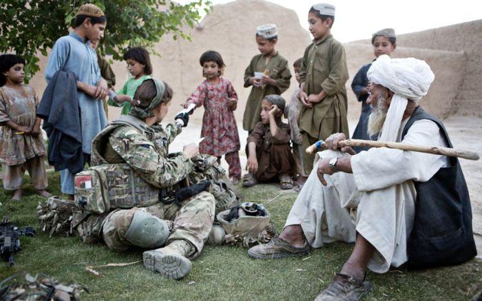 British Servicewomen in Afghanistan (23 pics)