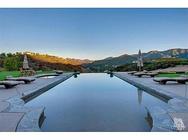 A New Mansion of Britney Spears (30 pics)