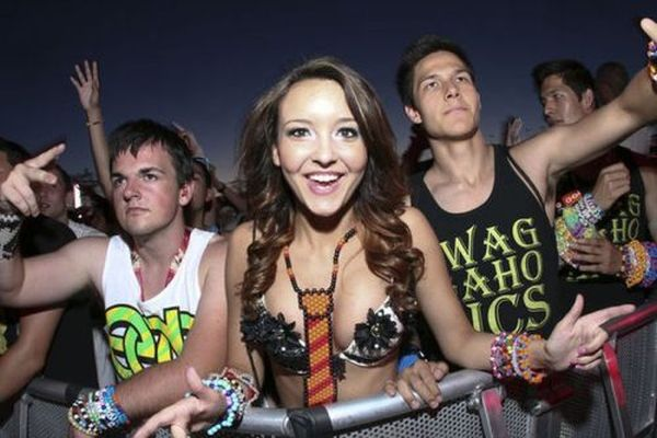Ladies of the Electric Daisy Carnival 2012 (38 pics)