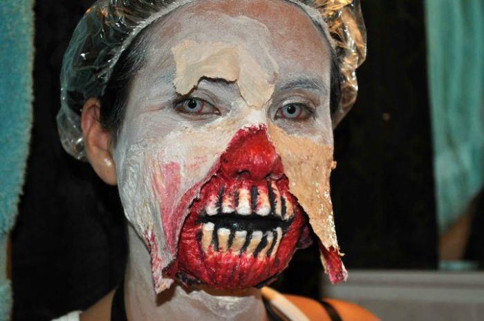 Halloween Zombie Costume (9 pics)