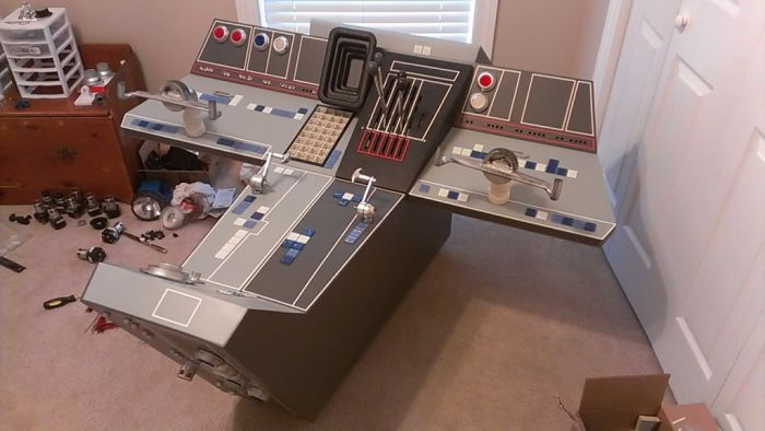 Self Made Millennium Falcon's Cockpit (42 pics)
