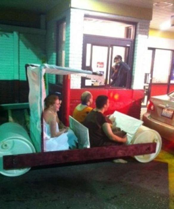 The Most Unusual Drive-Thru Customers (33 pics)