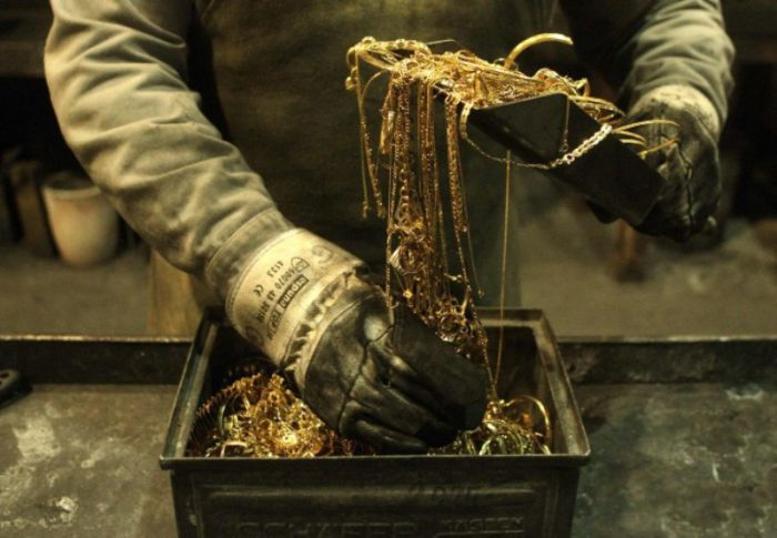 How Gold Bars are Manufactured (11 pics)