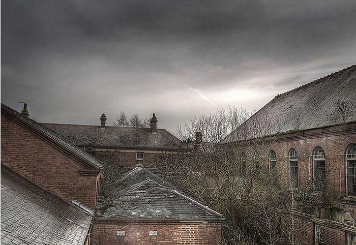 Abandoned Mental Asylum (50 pics)