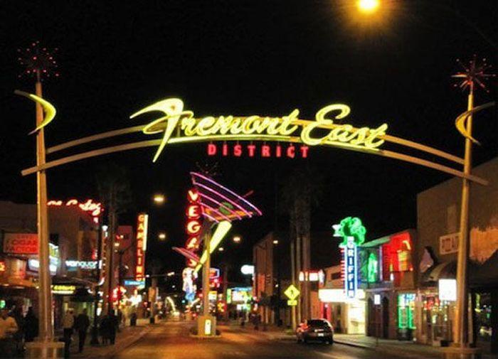 "The Real Las Vegas vs Las Vegas in ""Fallout"" Video Game (21 pics)"