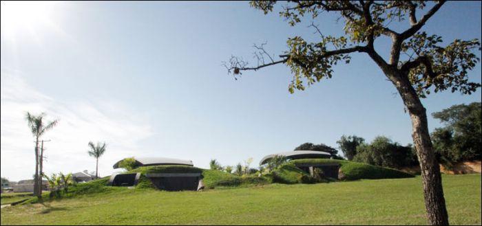 Hillside House (14 pics)