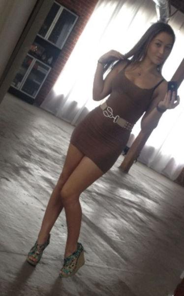 Pretty Girls in Tight Dresses (48 pics)