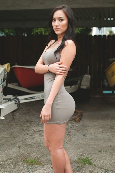 Pretty Girls in Tight Dresses (48 pics)