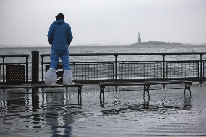 People Who Don't Care About Hurricane Sandy (46 pics)