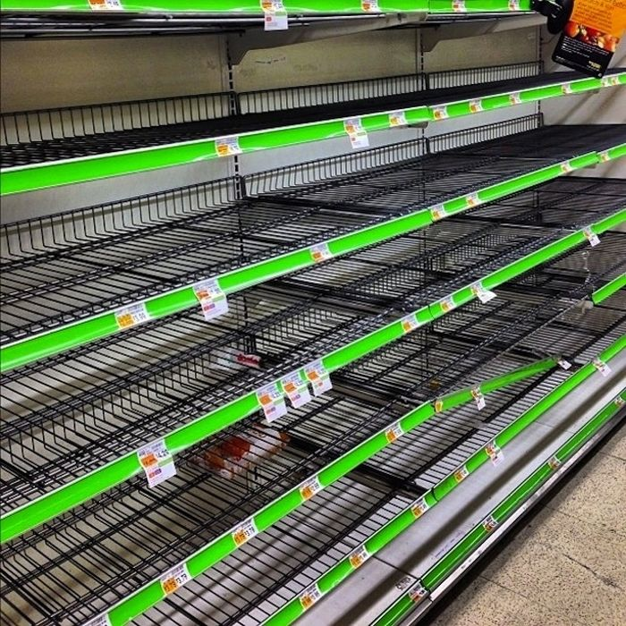 Grocery Store Madness Inspired by Hurricane Sandy (21 pics)