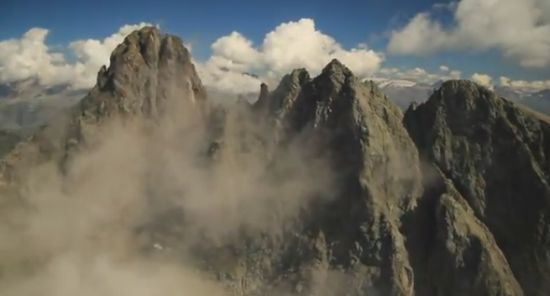 Incredible Extreme Base Jump Flight