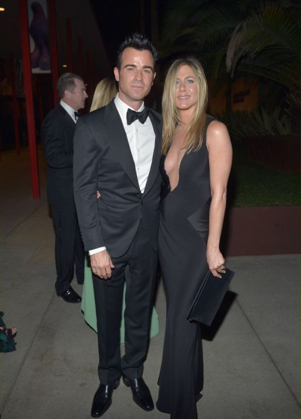 Jennifer Aniston Cleavage (8 pics)