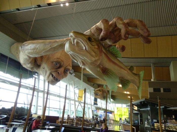 Gollum Statue (7 pics)
