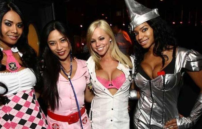 Sexy Halloween Girls (159 pics)