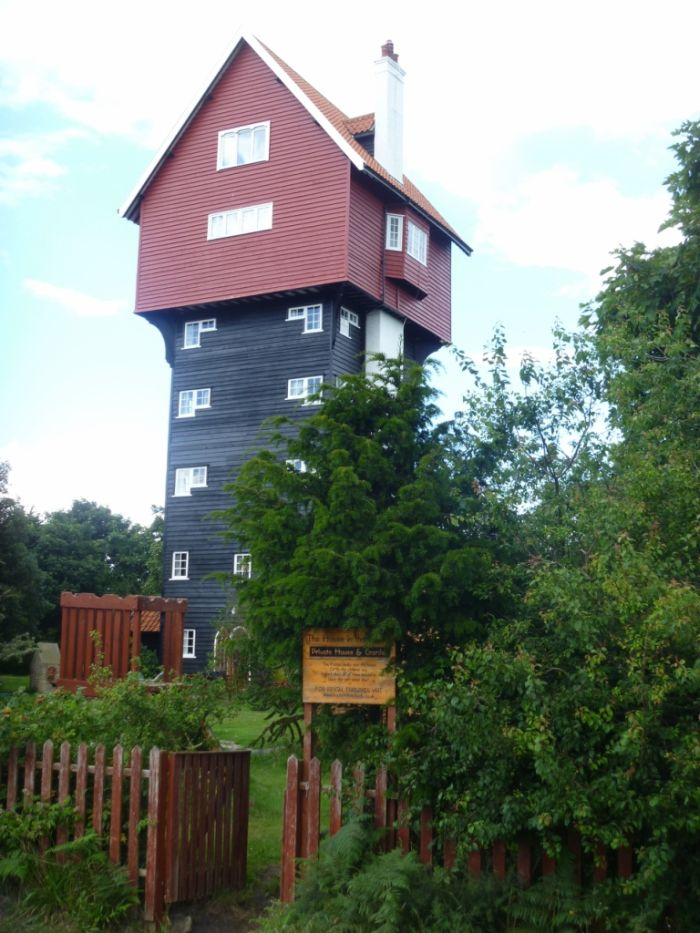 House in the Clouds, Thorpeness, UK (6 pics)