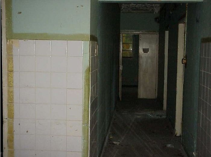 Abandoned Red Cross Hospital (48 pics)