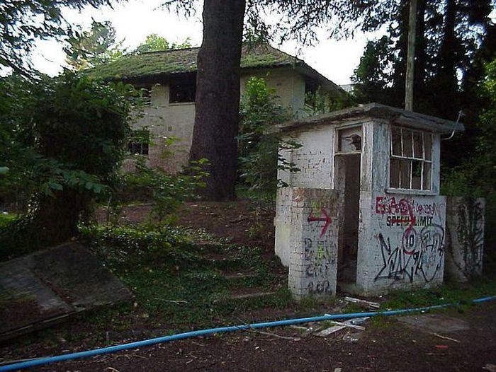 Abandoned Red Cross Hospital (48 pics)