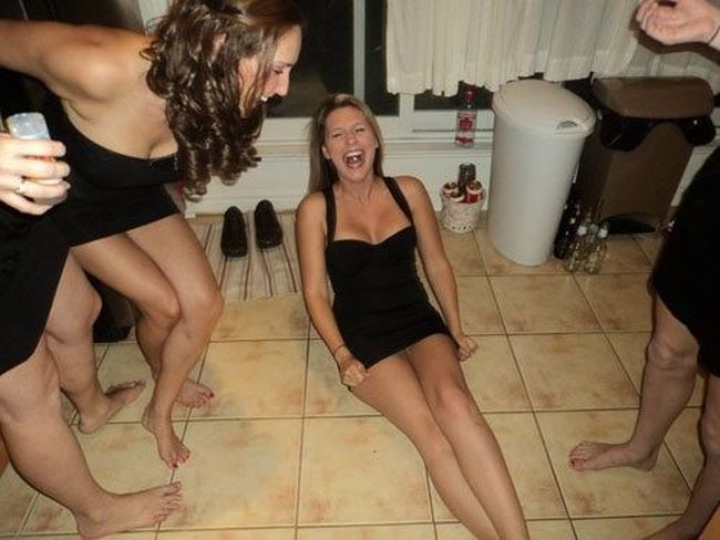 When Girls Have Fun (38 pics)