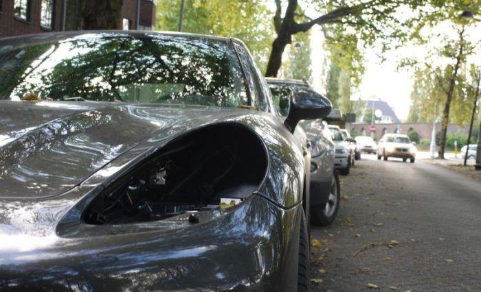 Thieves Are Stealing Porsche Headlights (8 pics)