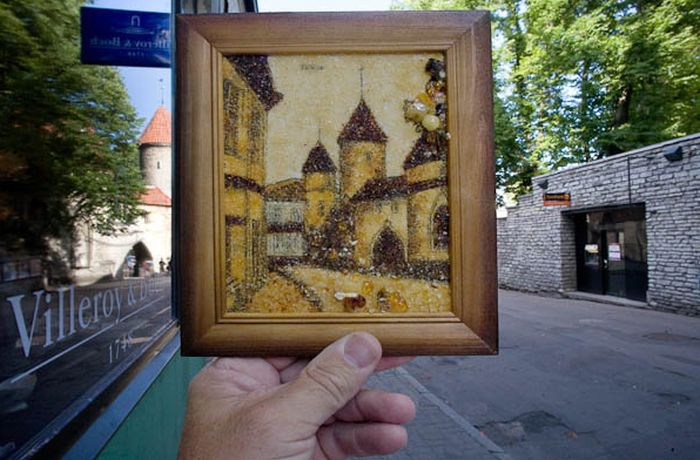 Souvenirs Meet Real Life Objects (45 pics)