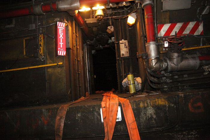 Flooded NYC Subway Tunnel (17 pics)