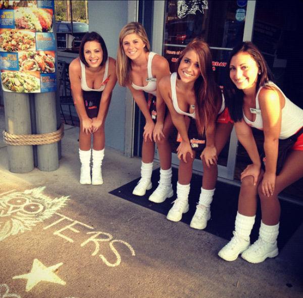 Hooters Girls (31 pics)