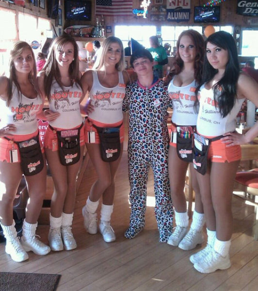 Hooters Girls (31 pics)