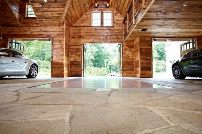 The Most Amazing Garage Ever (15 pics)