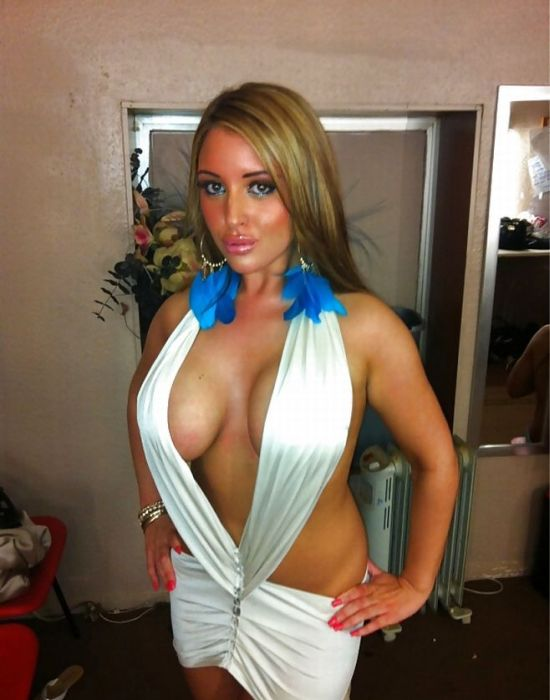 Just Another Girl with Fake Tits (17 pics)