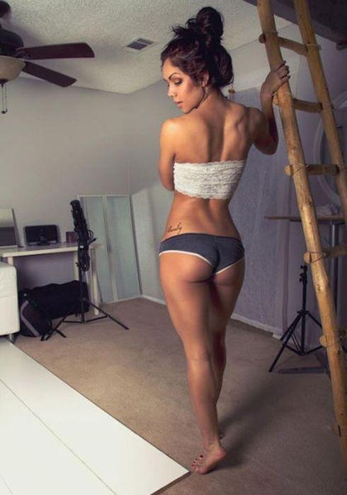 Girls Got Ass (48 pics)