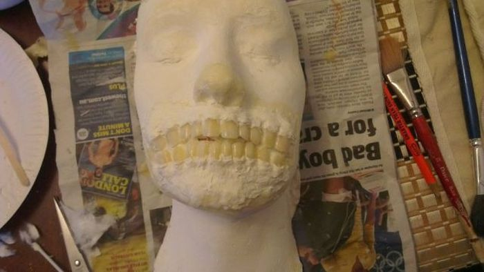 The Making of the Zombie Mask (25 pics)