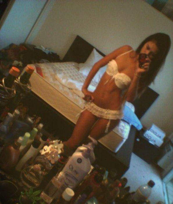 Дамочки фотографируются голым в квартире  270002