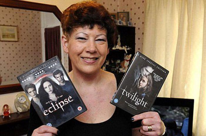 This Woman LOVES Twilight Saga (11 pics)