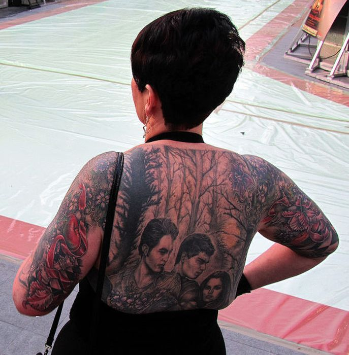This Woman LOVES Twilight Saga (11 pics)