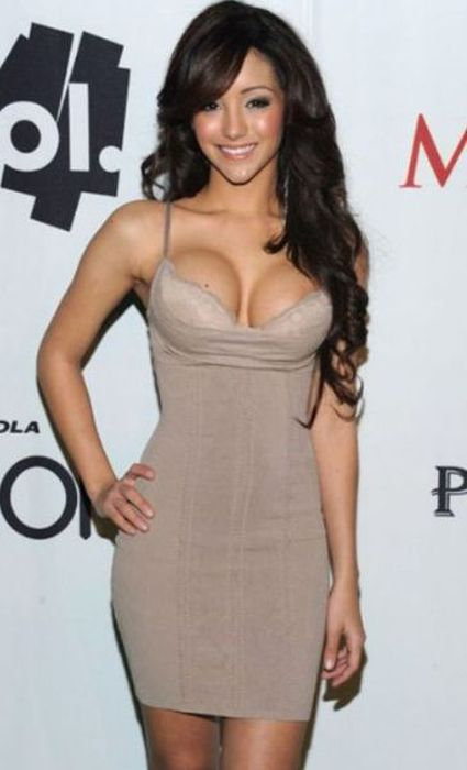 Pretty Girls in Tight Dresses (45 pics)