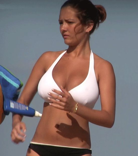 Bouncing Boobs (25 gifs)