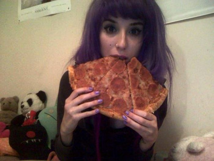 Girls Love Pizza (43 pics)