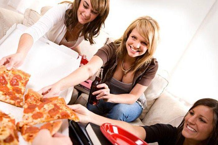 Girls Love Pizza (43 pics)