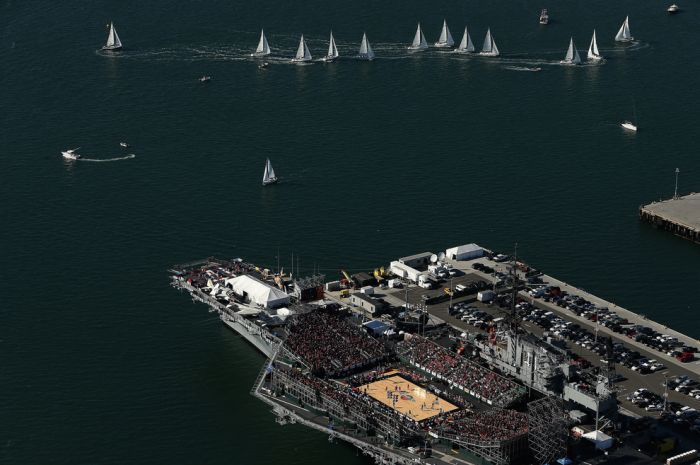 College Basketball Game Played On An Aircraft Carrier (21 pics)