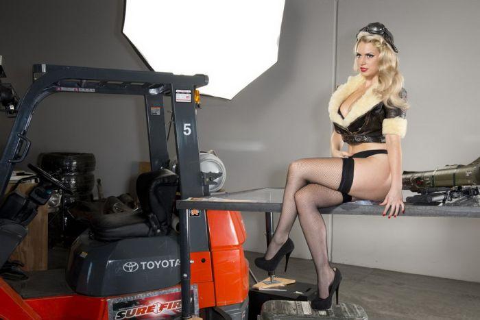 2013 Hot Shots Calendar (49 pics)