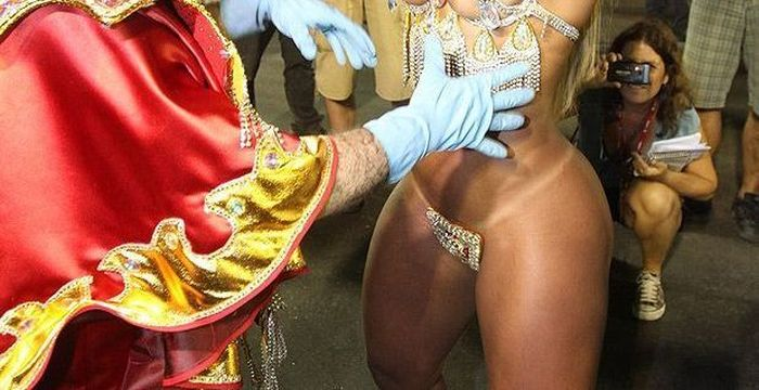 How Braziian Carnaval Dancers Don't Lose Their Panties (14 pics)