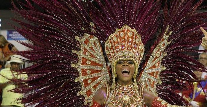 How Braziian Carnaval Dancers Don't Lose Their Panties (14 pics)