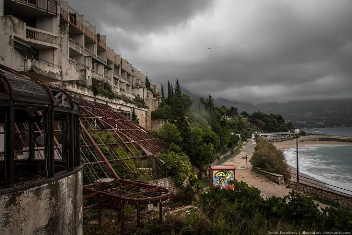Abandoned Resort in Croatia (25 pics)